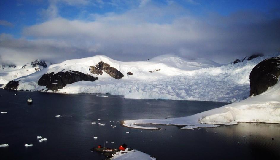 antarctica paradise harbor view 1