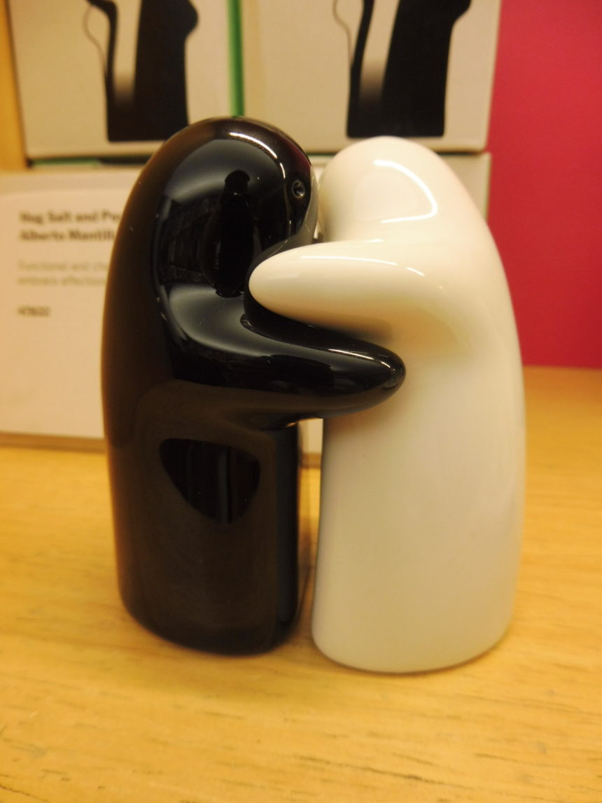 Hug salt and pepper shakers michael from perth - Hug salt and pepper shakers ...
